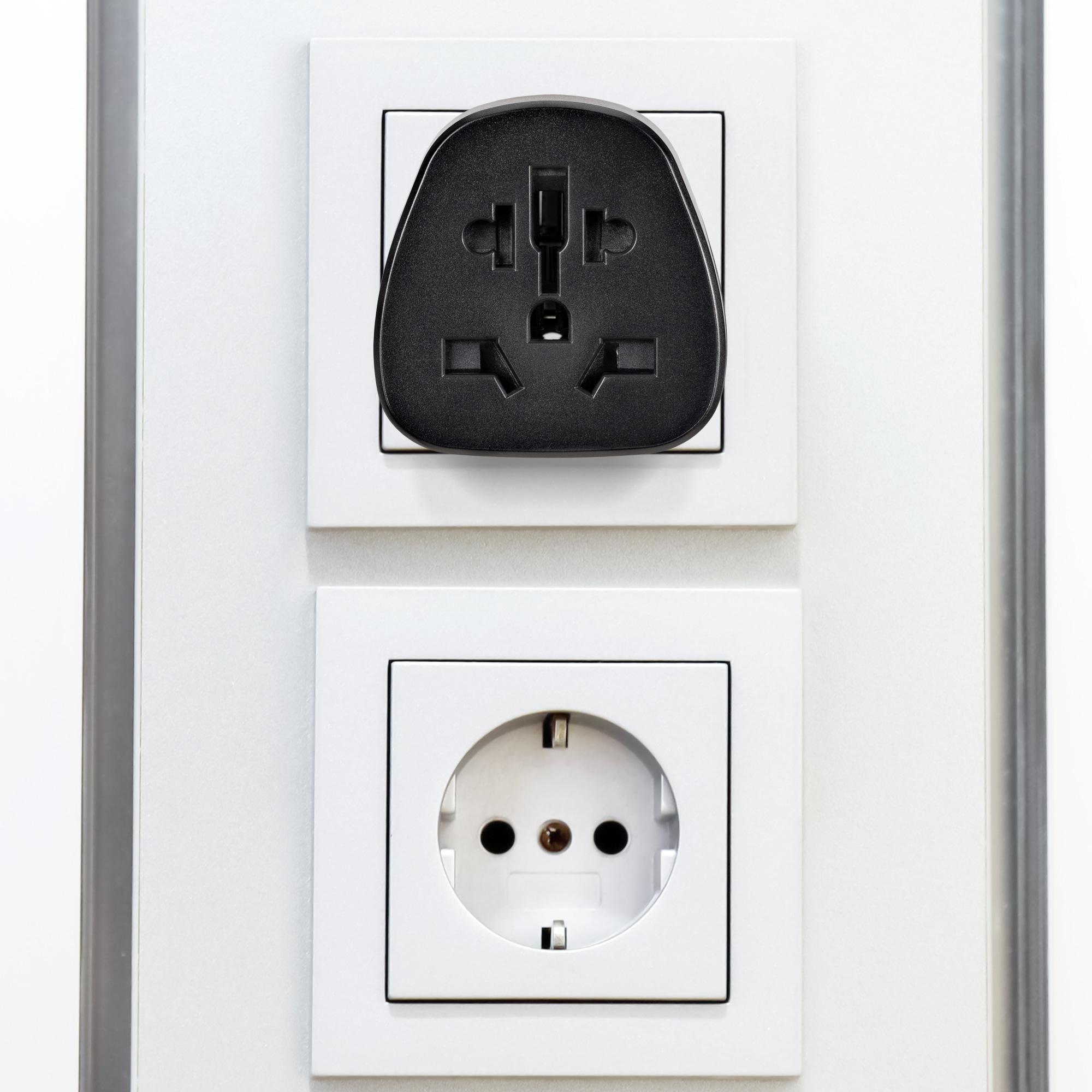 2x reiseadapter uk auf de schuko deutschland steckdose. Black Bedroom Furniture Sets. Home Design Ideas